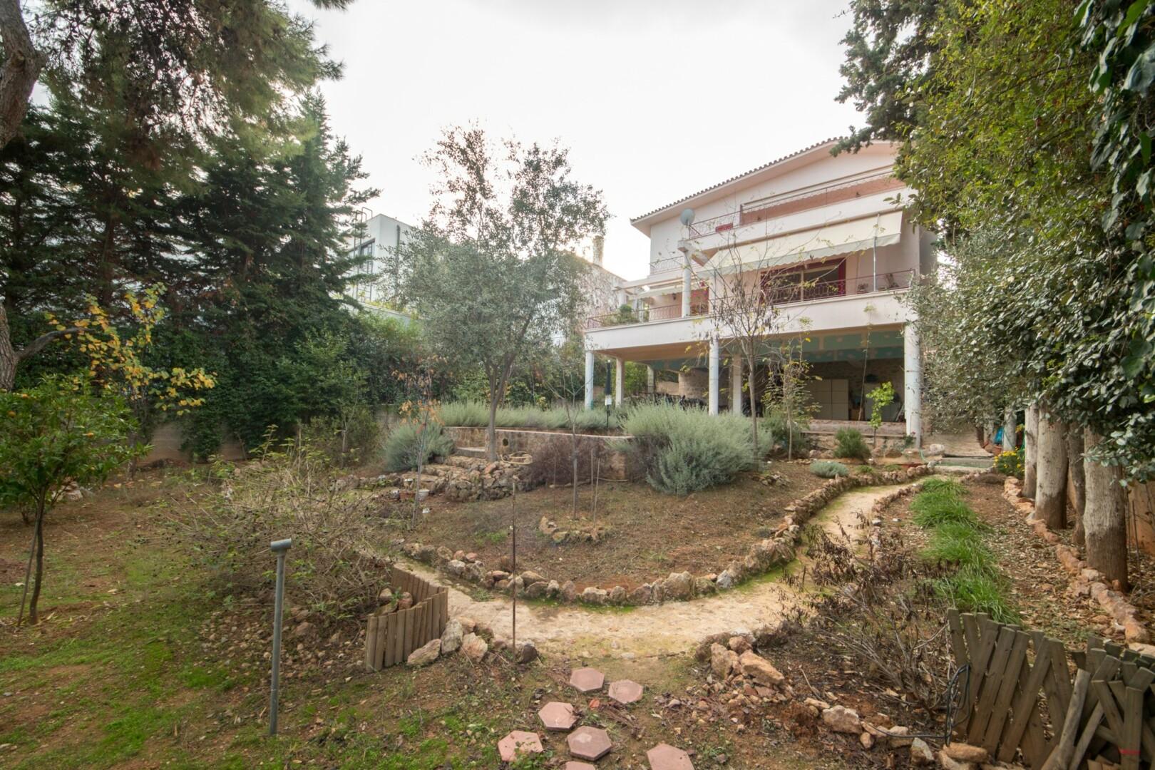 belle maison psychiko banlieux du nord barnes greece. Black Bedroom Furniture Sets. Home Design Ideas