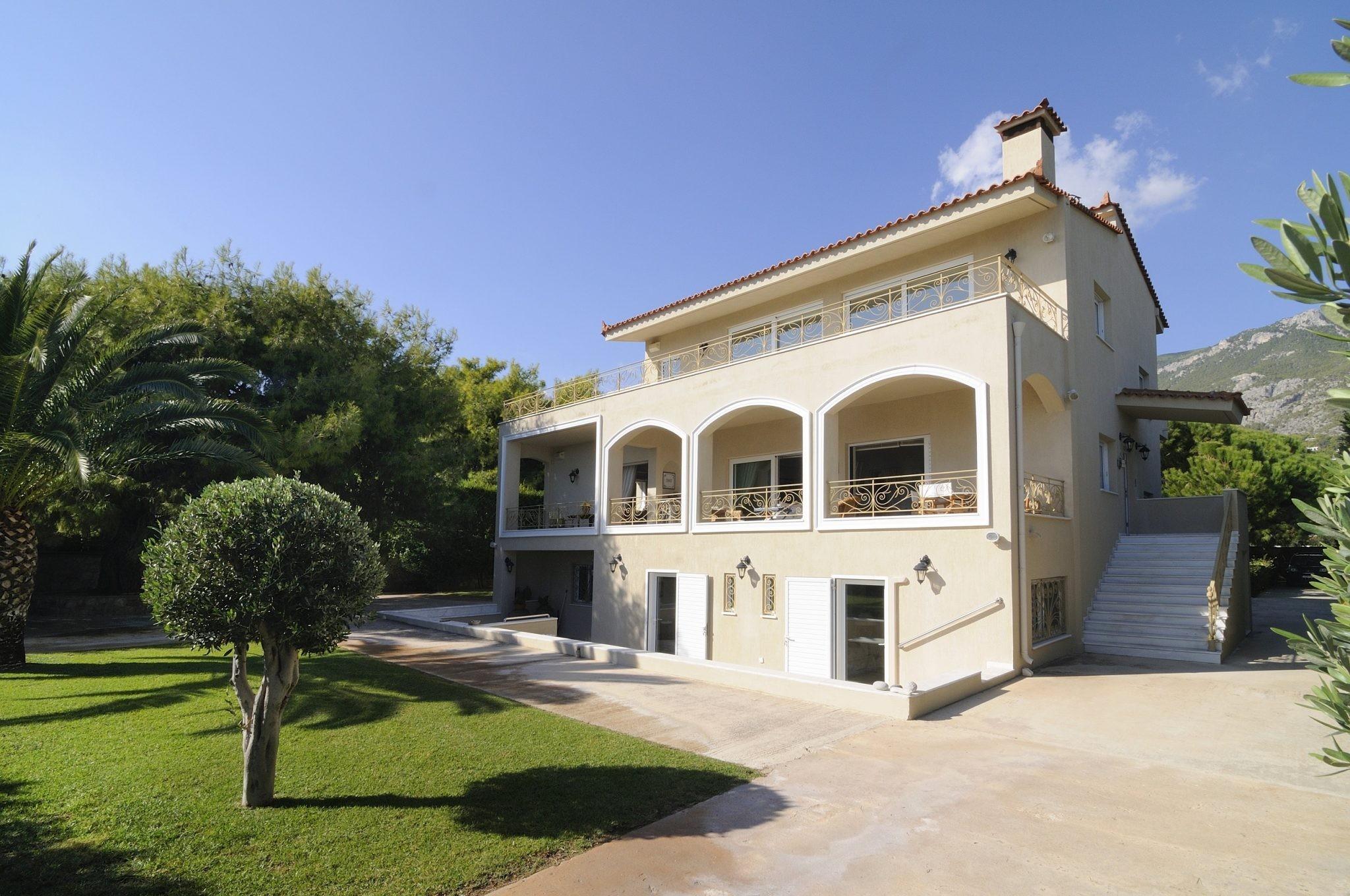 House, Kineta - Ref GR-4935